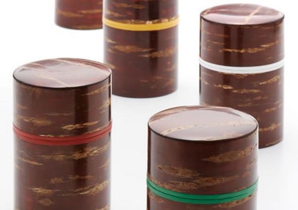 Kabazaiku-Teedosen mit Farbband zur Unterscheidung