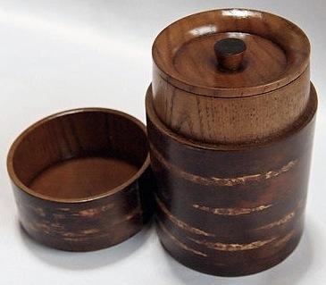 Teedose aus Holz mit Kirschbaumrinde aussen