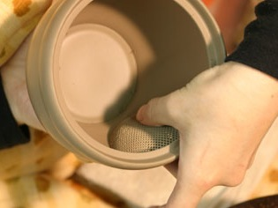 Anbringen des Keramiksiebs